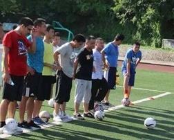 足球绕杆培训
