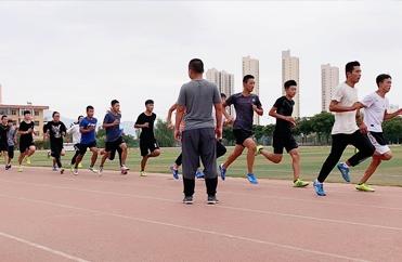 男子1000米长跑训练